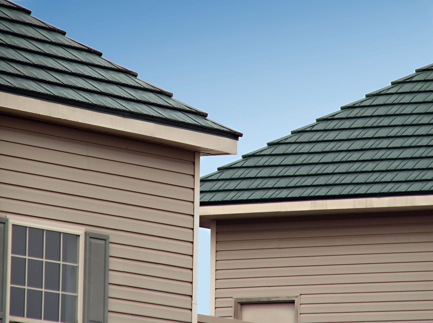 Rustic shingle metal roofs by classic metal roofing systems for Roof color